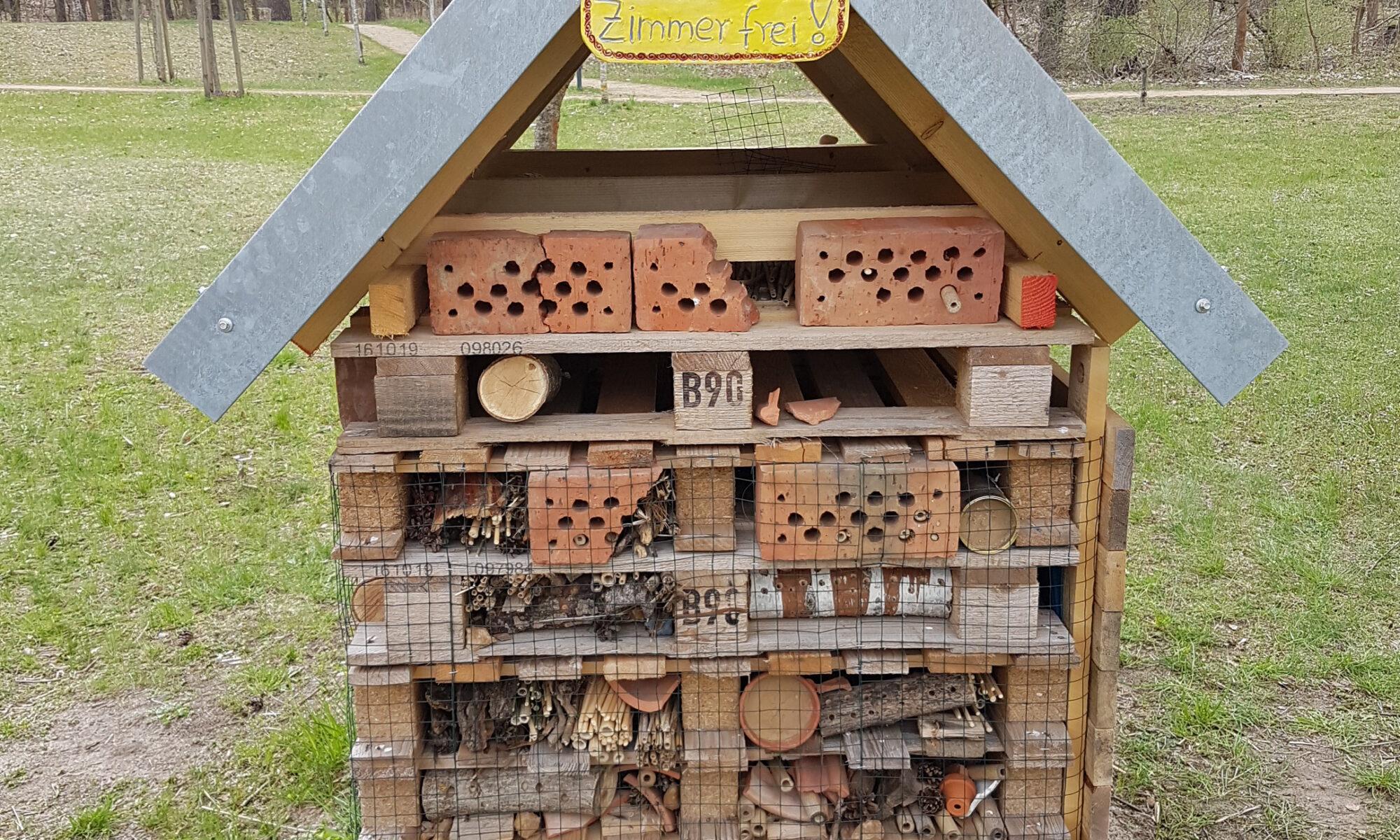 Das neue Wildbienenhotel auf dem Gelände des Hennigsdorfer Krankenhauses